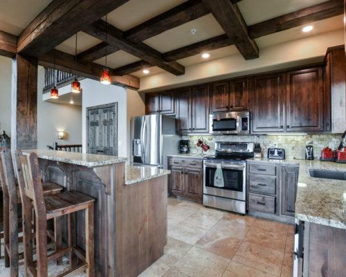6BV-kitchen with bar